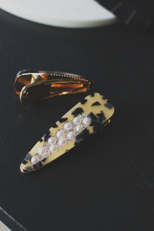 Hårspenne stor perler/leopard, 15087