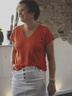 Faylinn V T-Shirt, Blood Orange