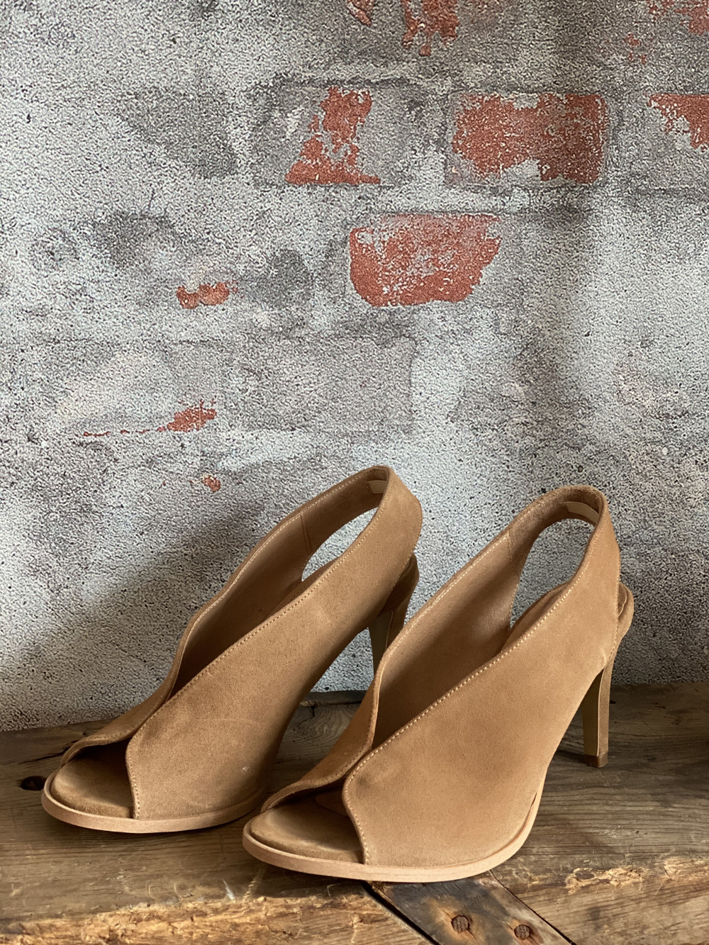 Limon Taupe Suede