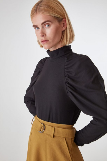 Rifa Turtleneck